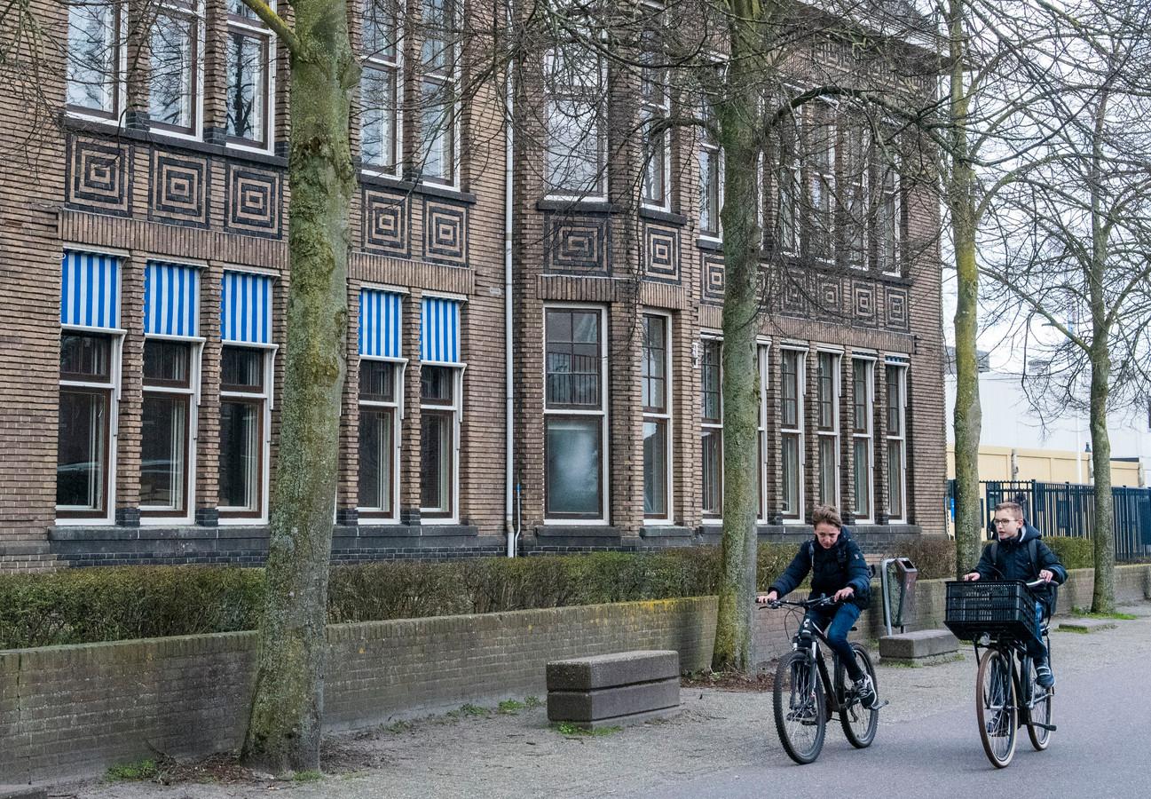 Leerlingen van 5 vwo van Christelijk College Nassau Veluwe in Harderwijk moeten een week in quarantaine blijven, zegt de GGD.