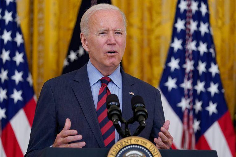 President Joe Biden wijst op de nood van coronavaccins: 'Je kunt geen muur bouwen die hoog genoeg is om het virus uit andere landen buiten te houden.' Beeld AP