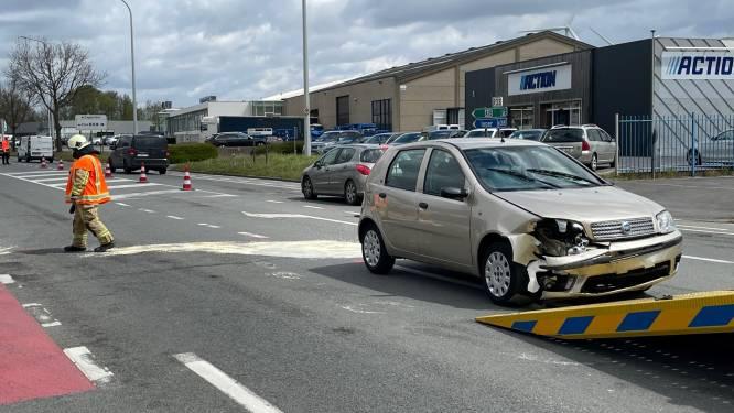 Twee gewonden bij frontale botsing langs ringweg in Poperinge