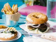 Wat Eten We Vandaag: Bagel burger met geitenkaas en gegrilde courgette
