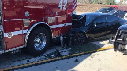 Test loopt fout af: zelfrijdende Tesla ramt brandweerauto