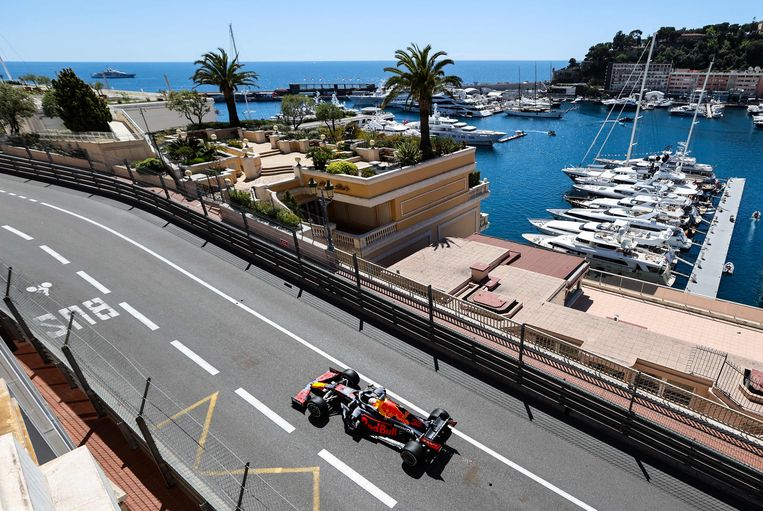 De Grote Prijs van Monaco, meer boten dan wegdek. Beeld AFP
