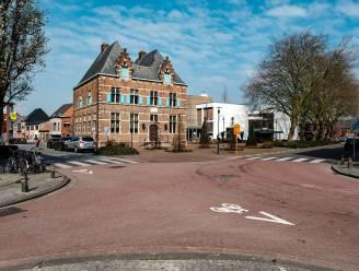 Zebrapad aan gemeentehuis wordt vrijdag herschilderd