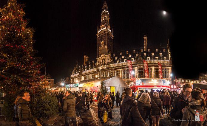 De Leuvense Kerstmarkt staat tot ver buiten Leuven bekend als de 'gezelligste van Europa'.
