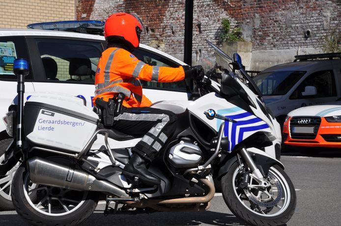 De motards van verkeerspolitie Geraardsbergen/Lierden hebben een nieuw uniform.