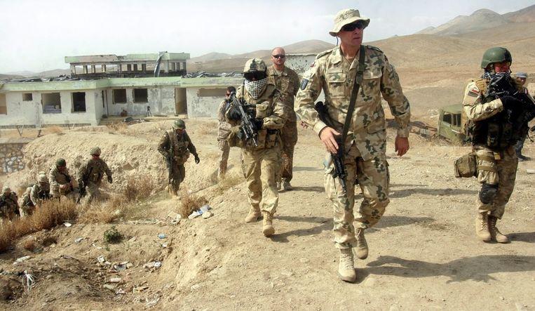 Militairen van de ISAF, de door de NAVO geleide troepenmacht die nu nog grotendeels voor de veiligheid in Afghanistan verantwoordelijk is. Beeld epa