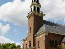 Loenense toren en kerk in het licht
