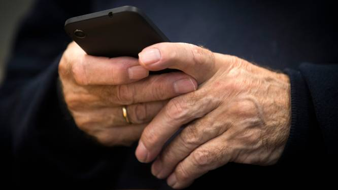 Ouderen vol vragen over verplichte QR-code: 'Dit wordt een regelrechte ramp'
