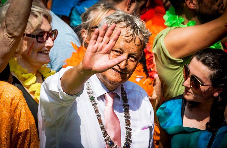 Burgemeester Eberhard Van der Laan tijdens de botenparade van Gay Pride 2016 Beeld ANP