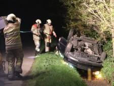 Omstanders belagen persfotografen in Gelderse Lunteren;  auto met inzittenden opzettelijk in sloot geduwd