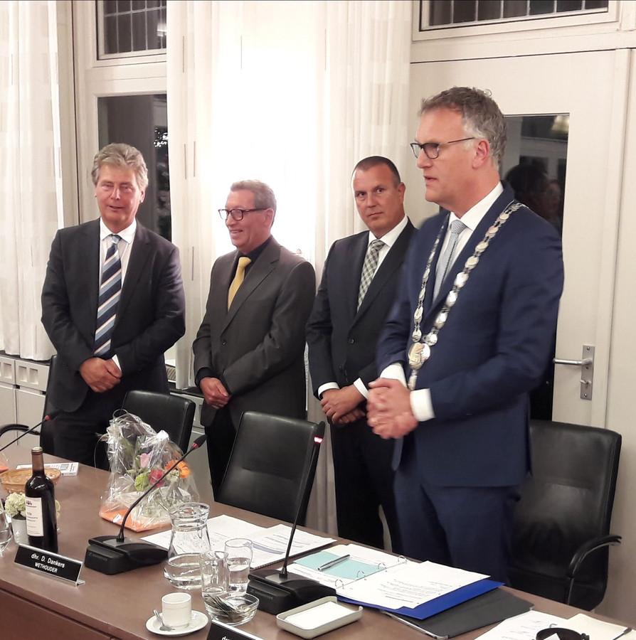 Het nieuwe college van Oisterwijk. Vlnr: Peter Smit (Algemeen Belang), Jan de Laat (PrO), Dion Dankers (PGB) en burgemeester Hans Janssen.