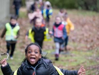 """Leerlingen basisschool 't Kasteeltje wandelen voor goede doel: """"Alle kinderen moeten digitaal kunnen leren"""""""