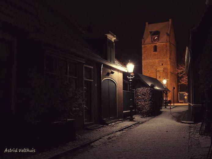 'Rond middernacht in het centrum van Losser. Niet veel sneeuw maar wel romantisch.'