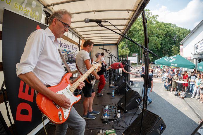 Hoeven Live! met de band Devrn een paar jaar geleden toen het festival nog op de driesprong bij de 7evende Hemel plaats had.