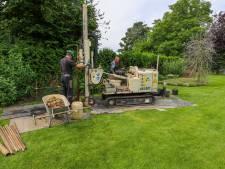 Ad Donkers uit Gerwen sloeg een waterput in zijn tuin en rook prompt kerosine uit de oorlog