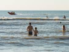 Rode vlag bij Zuiderstrand door zeer gevaarlijke zee: 'Ga niet de zee in'