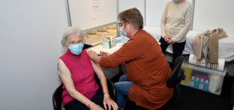 Wie nog in de Rijtuigenloods een prik wil halen, moet snel zijn: 'We gaan kleinschaliger vaccineren'