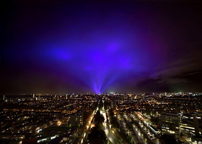Glow Eindhoven zaterdagavond vanaf de 25 ste verdieping van woontoren Porthos in winkelcentrum Woensel