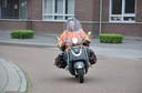 Mariet van Zoggel op haar scooter.