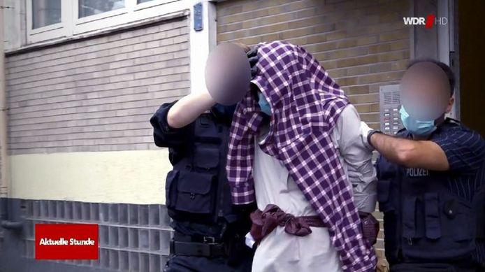 De 16-jarige na zijn arrestatie in het appartement waar hij met zijn vader en twee broers woont.