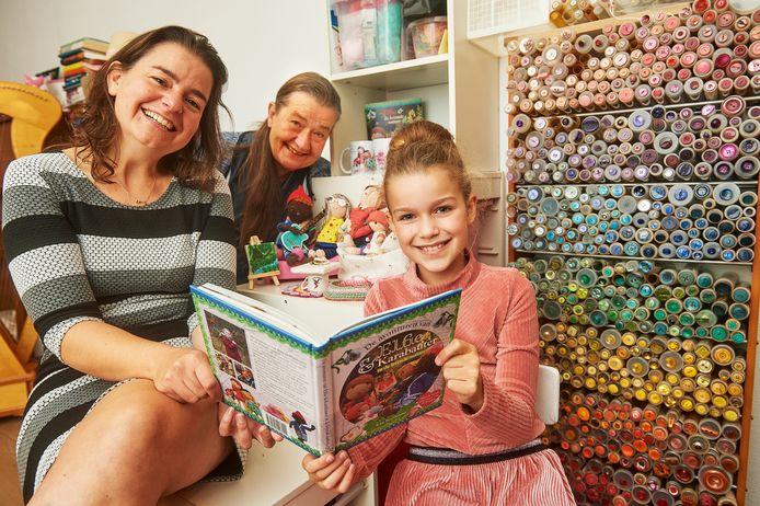 Sofie uit Oss heeft samen met haar moeder Roos en oma Heleen een kinderboek gemaakt.