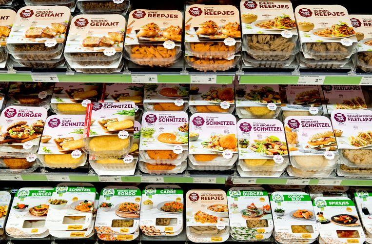 Vleesvervangers in de schappen van de supermarkt. Beeld Hollandse Hoogte /  ANP