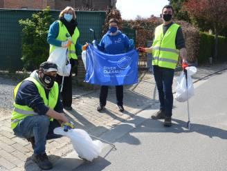 """Burgemeester en schepen ruimen afval tijdens River Cleanup challenge: """"Ninoofse Zwerfvuiljagers zijn van onschatbare waarde"""""""