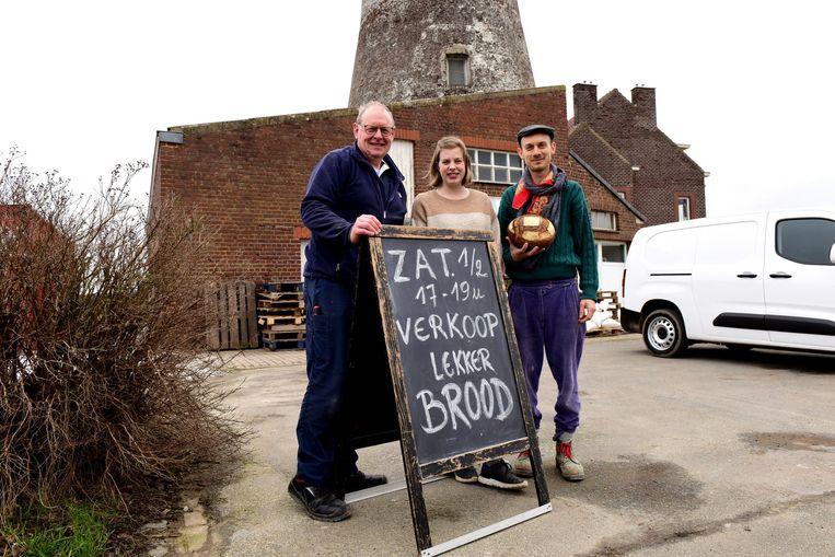 Julian, Lien en Bert gaan zaterdag brood verkopen