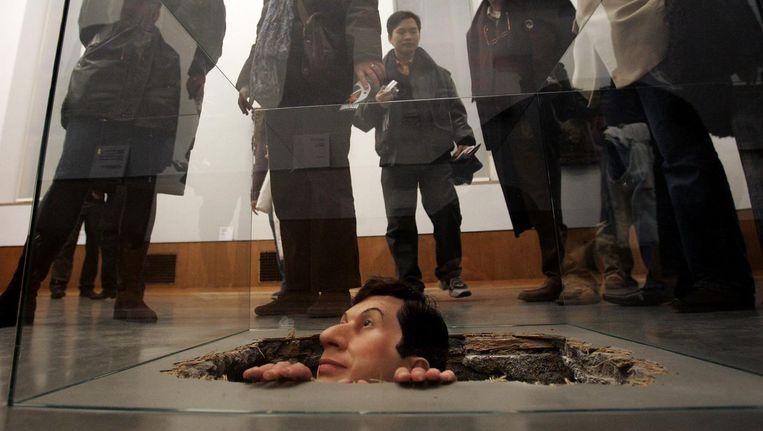 Untitled, Manhole - Maurizio Cattelan. Te zien in Museum Boijmans van Beuningen, Rotterdam. Beeld anp