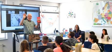 Kinderboekenschrijver Arend van Dam krijgt de leerlingen van De Kreek muisstil