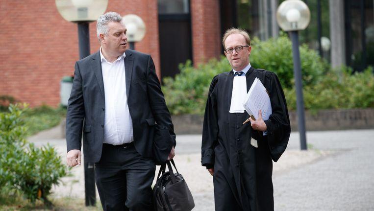Advocaten Kris Vyncke en Jan Leysen bij het Brugse gerecht. Beeld BELGA