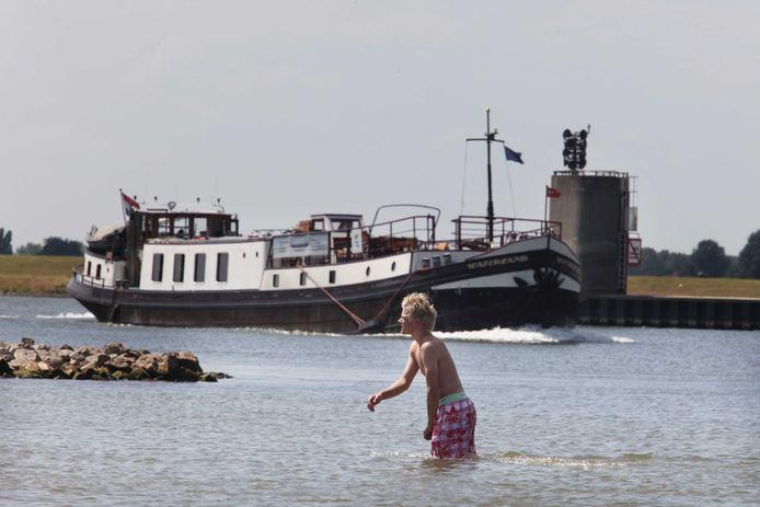 Het gevaar van zwemmen in de rivier ligt volgens Rijkswaterstaat in een klein hoekje.