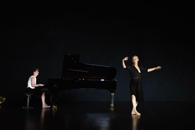 The Goldberg Variations, BWV 988 door Anne Teresa De Keersmaeker/Rosas en concertpianist Pavel Kolesnikov. Beeld Anne Van Aerschot