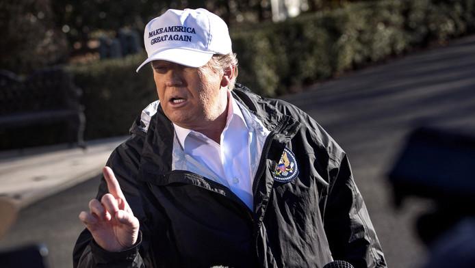 Donald Trump s'exprime devant les journalistes avant de partir pour la frontière mexicaine, le 10 janvier 2018.