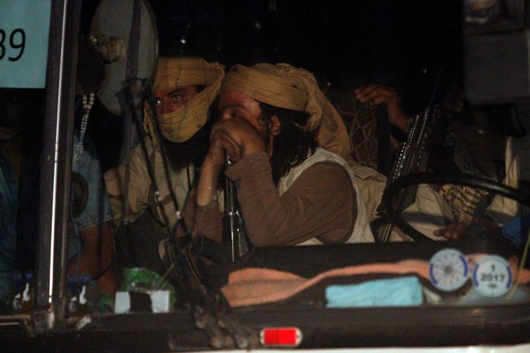 IS-strijders in een van de bussen Beeld reuters