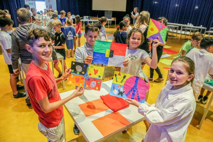De leerlingen maakten een werkje voor de expo 'Don't Mention the War'.