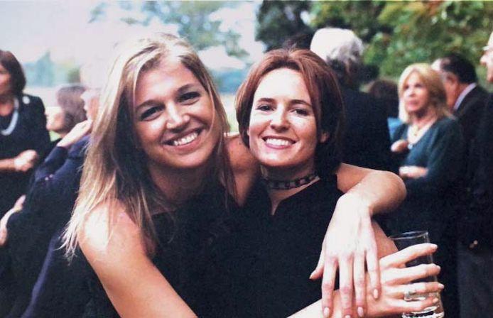 Máxima met Samantha Deane op de bruiloft van Rosario Yuste, 1999.