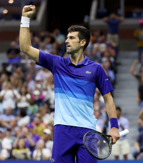 Novak Djokovic se fait des frayeurs, mais passe en quart de l'US Open