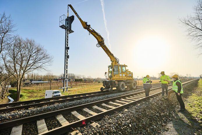 Er vinden werken plaats aan de sporen tussen Brugge en Gent.