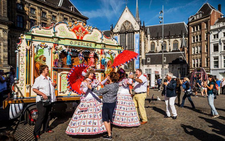 2016-09-10 11:37:14 AMSTERDAM - Draaiorgels op de Dam tijdens het Draaiorgelfestival. Het festival wordt sinds 2004 jaarlijks op en rondom de Dam gehouden. ANP REMKO DE WAAL Beeld anp
