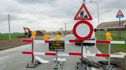 """Roeselaarsestraat blijft afgesloten tot oktober: """"Automobilisten passeerden te snel voorbij werfzone, dus moesten we wel maatregelen nemen"""""""