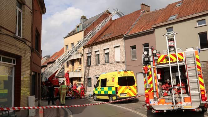 Man kruipt onder invloed van drugs en met psychose op dak: Na bijna drie uur van dak gehaald door brandweer