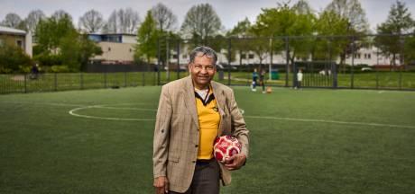Iwan (82) is nog altijd verslaafd aan voetbal: 'Ik wilde niets liever dan op het veld staan'
