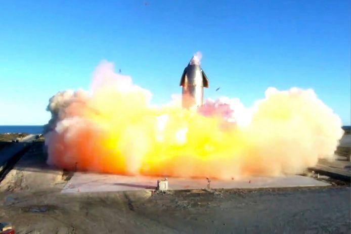 De raket van SpaceX  ontplofte bij landing.