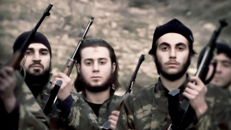 Strijders van IS op een propagandafoto uit 2015. Het grondgebied van de terreurgroep brokkelt steeds verder af. Beeld HH