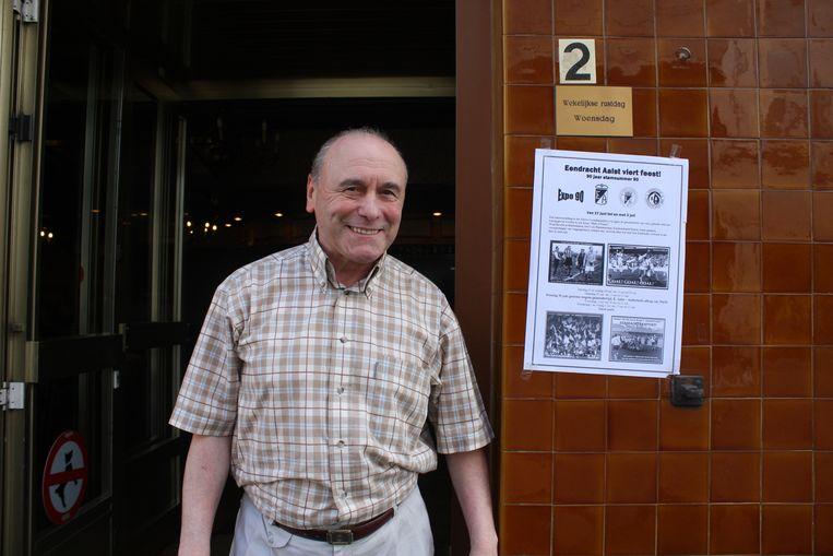 Gaston Van Der Elst voor zijn café De Koornbloem.