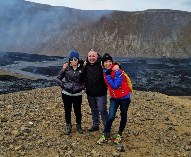 Latifa, haar neef en een Britse vrouw poseerden voor een foto in IJsland. Beeld Instagram @shinnybryn