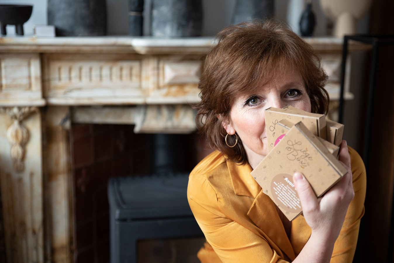 """Isabelle Morgante a créé """"Liège In Ze Box"""", une boîte cadeau qui met en avant les commerçants et artisans locaux."""