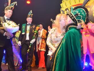"""Prins carnaval Vitsken last trouwfeest al voor vierde keer af (maar geeft jawoord wel in augustus): """"We zijn het kotsbeu"""""""