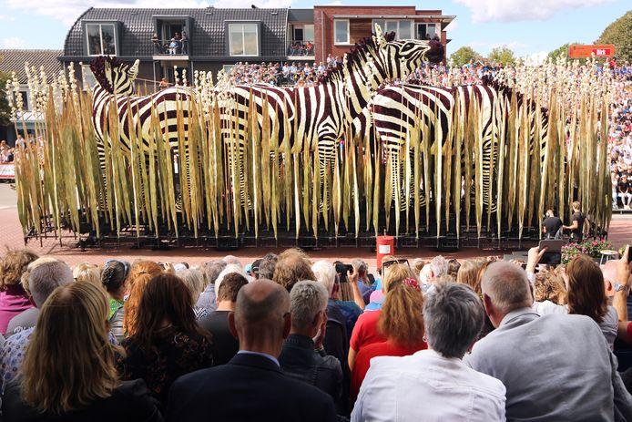 20190901 - Zundert - Bloemencorso 2019. Buurtschap Markt, met de wagen 'Ruis'.  FOTO: PIX4PROFS/RAMON MANGOLD